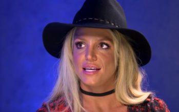 Britney Spearsin yläosa petti kesken keikan + VIDEO!