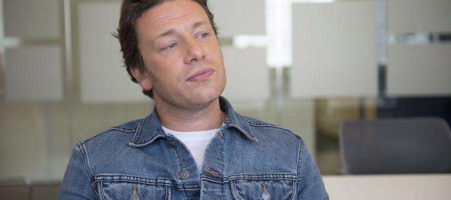 Brittiläinen TV-kokki Jamie Oliver sulkee Brexitin vuoksi kuusi ravintolaa