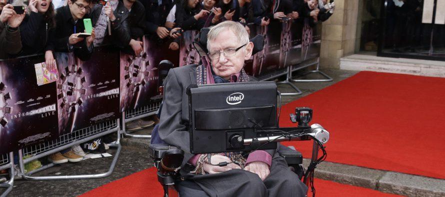 Stephen Hawking vietti vakavasta sairaudestaan huolimatta 75-vuotispäiviään