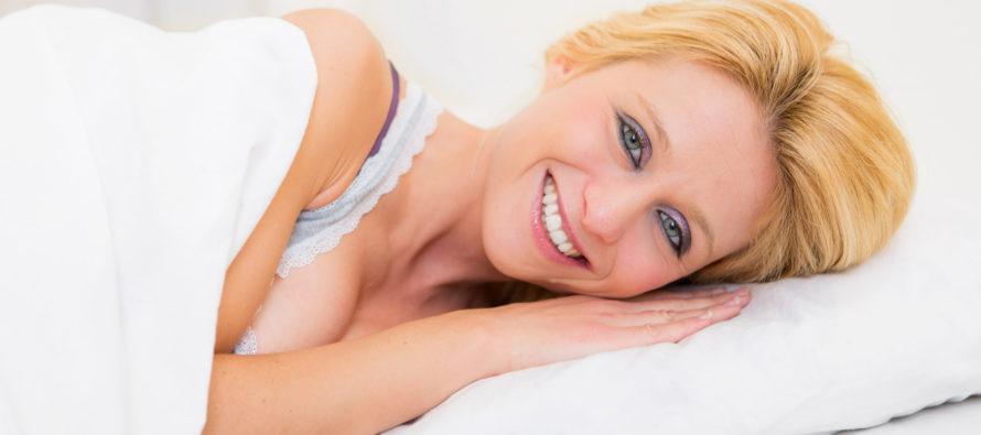 NÄIN nukahdat minuutissa – toimiva niksi unettomuuteen!
