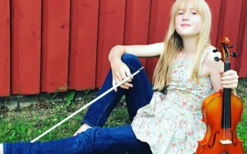 VIROSTA KOTOISIN oleva 11-vuotias viulunsoittaja Estella Elisheva lumoaa maailman musiikin klassikoita