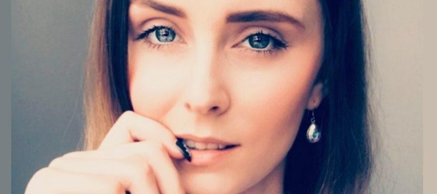 KAUNEUS- ja MUOTIbloggaaja Mariliis Anger paljasti meikkilaukkunsa sisällön ja kauan kestävän meikin salaisuudet!