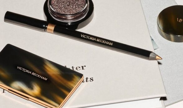 Yhdessä Estée Lauderin kanssa monta menestynyttä kauneuskokoelmaa lanseerannut Victoria Beckham toi markkinoille oman kauneusbrändinsä