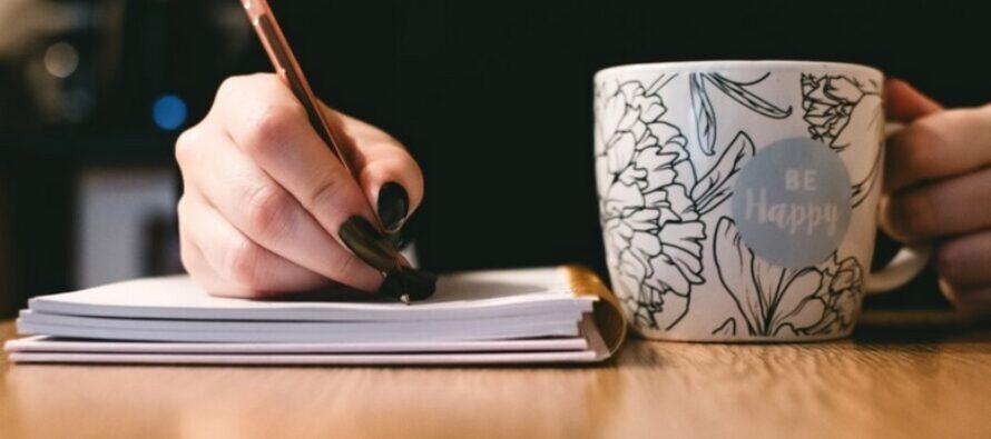 YKSI ERITTÄIN HELPPO harjoitus lievittää stressiä – tarvitset vain kynän, paperia ja hetken aikaa itsellesi